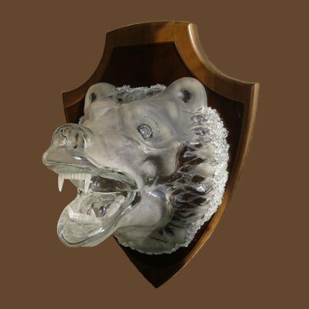стеклянная голова медведя